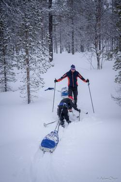 Do kopce a v hlubokém sněhu