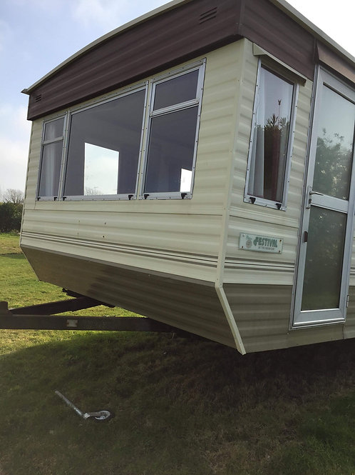 **SOLD** 28x10 2 bed £3995