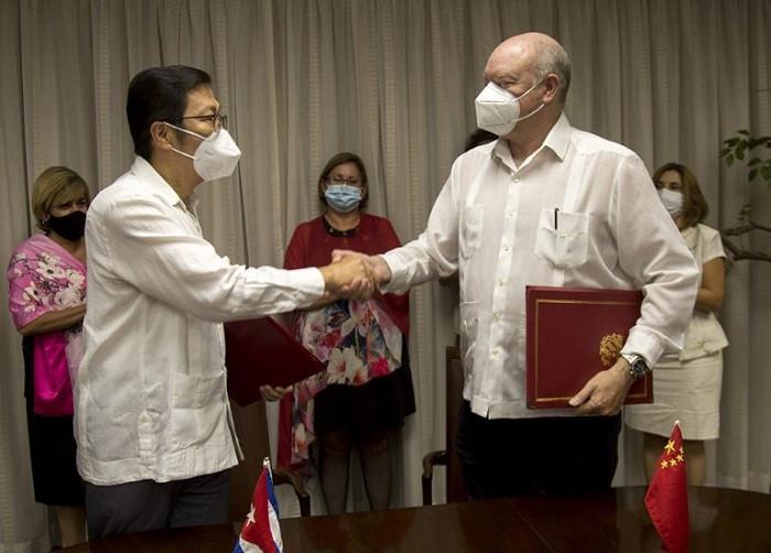Cuba y China firman dos proyectos por valor de 109 millones de yuanes; 16mdd