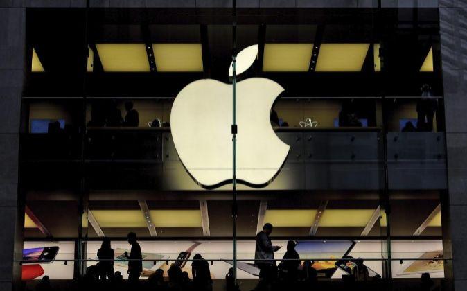 las acciones de Apple se situaron en los 467,77 dólares