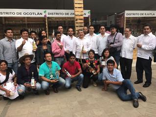 Dialogan emprendedores con mezcaleros de Oaxaca