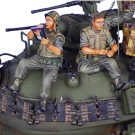 VN025 - US 25th Infantry Tank Riders - Loading Cartridges and Reading Playboy