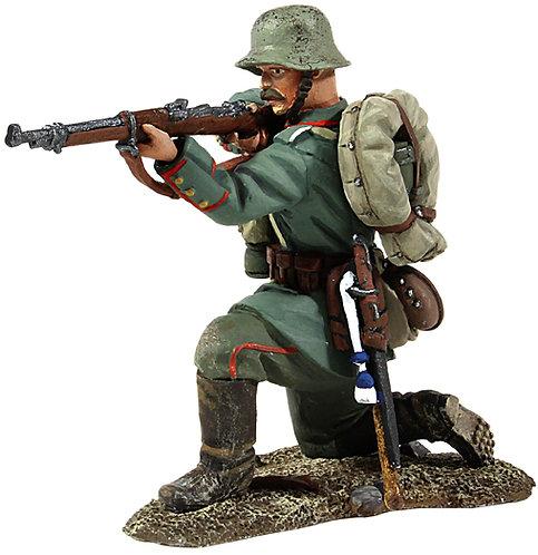 23009 - 1916-18 German Infantry Kneeling Firing