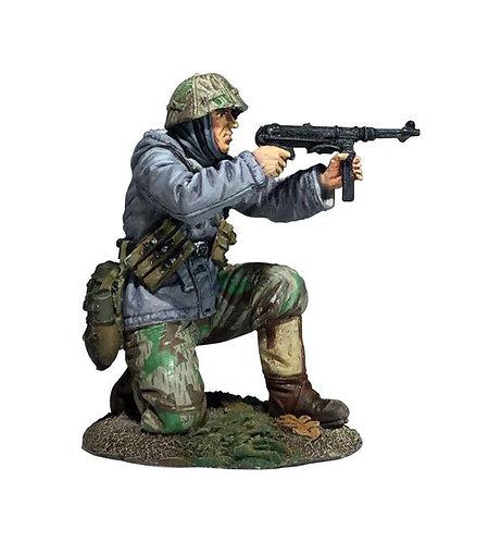 25056 - German Volksgrenadier Kneeling Firing MP-40 in Parka