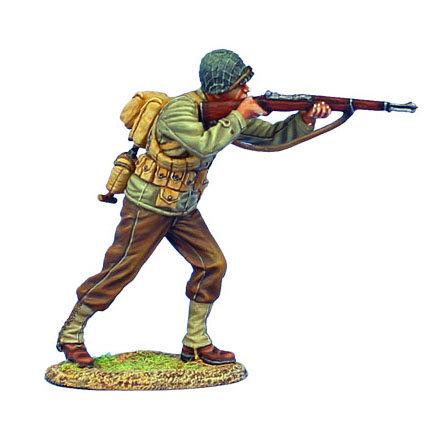 NOR042 - US 4th ID Private Standing Firing M1 Garand