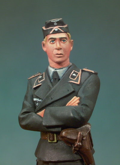 S5-F05 - Standing Panzer Lieutenant