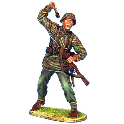 NOR023 - Waffen-SS Panzer Grenadier Throwing Grenade