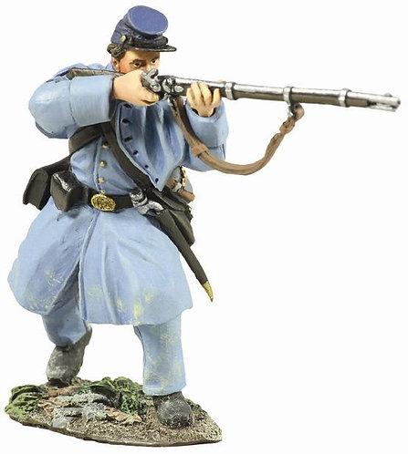 31156 - Union Infantry in Overcoat Standing Firing No.1