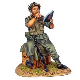 VN023 - US 25th Infantry Division Sitting Reading Playboy
