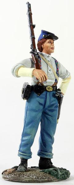 31226 - Federal Infantryman with Shirtsleeves with Shouldered Musket