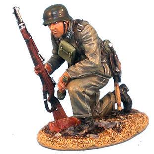 GERSTAL003 - Heer Infantry Kneeling with Rifle and Grenade