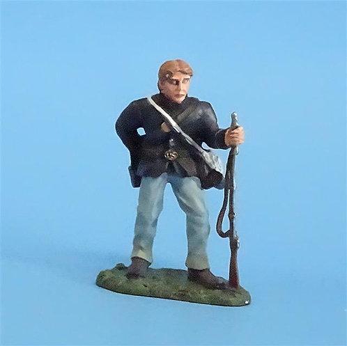 CORD-250 - Union Infantry Loading (1 Figure) - Britians - 54mm Metal - No Box