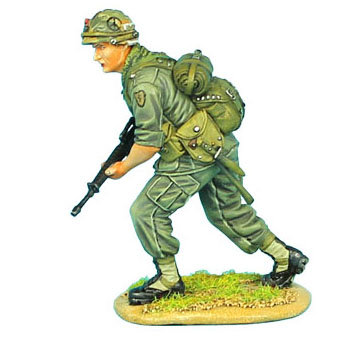VN004 - US 25th Infantry Division Advancing with M-16