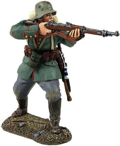 23008 - 1916-18 German Infantry Advancing Firing