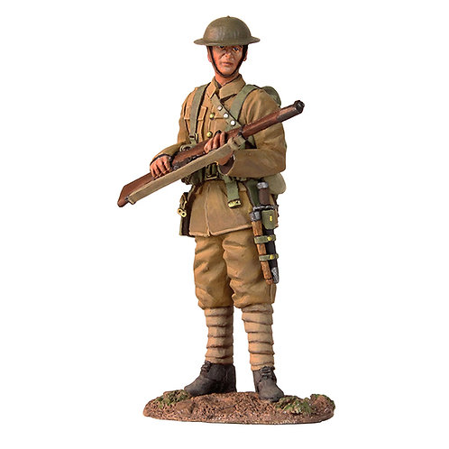 23074 - 1916-17 British Infantry Standing On Watch