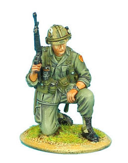VN003 - US 25th Infantry Division Kneeling with M-16