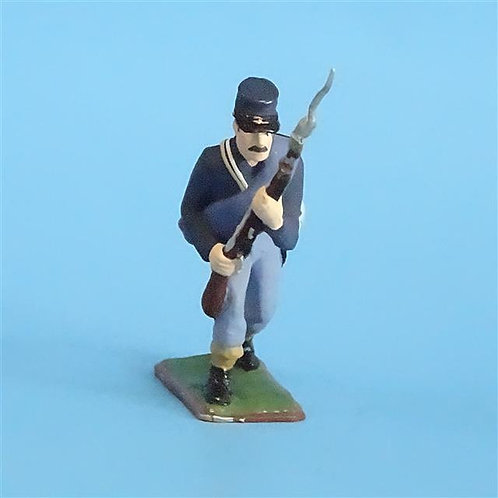 CORD-263  Union Infantry Advancing (1 Figure) - Russian Made 54mm Metal - No Box