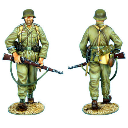 DAK006 - Das Deutsche Afrika Korps Infantry Walking with Rifle