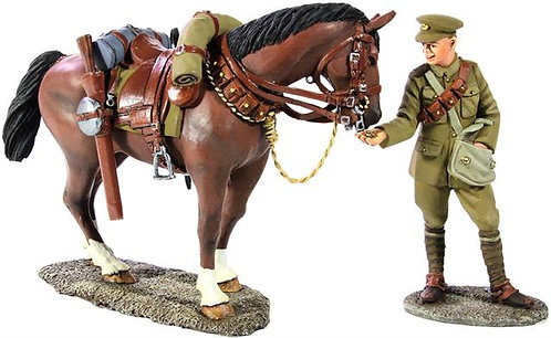 23063 - 1916-18 British Lancer Feeding Horse