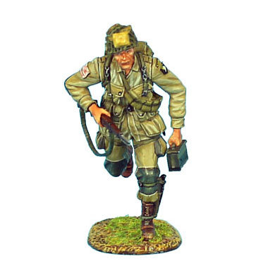 NOR003 - US 101st Airborne Paratrooper Running with M1 Garand and Ammo Box