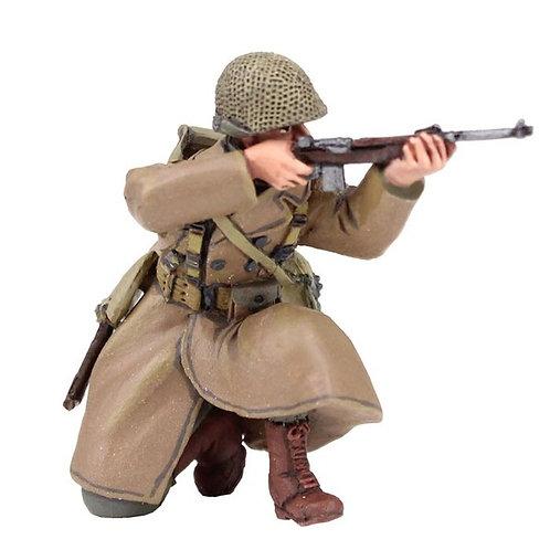 25041 - U.S. 101st Airborne Infantry Wearing Overcoat Kneeling Firing Carbine
