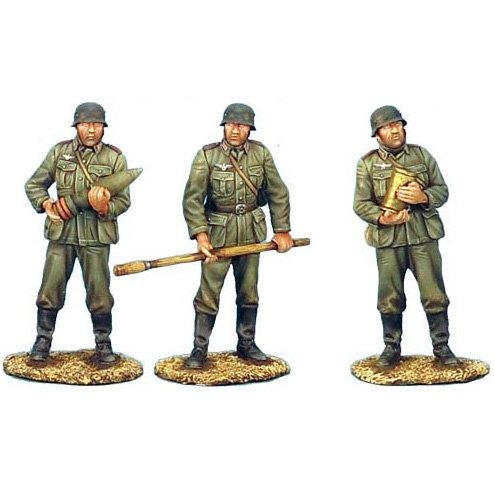 GERSTAL021B - German Artillery Crew - 3 Figures