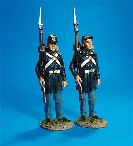 ACWM-01 - 2 Figures Standing