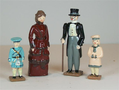 C960 - Victorian Family - 4 pieces