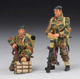COMM004B - Tank Riders