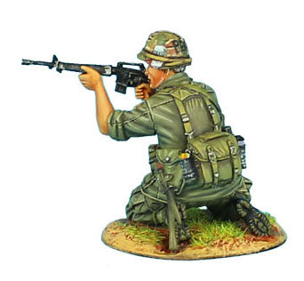 VN021 - US 25th Infantry Division Kneeling Firing M-16