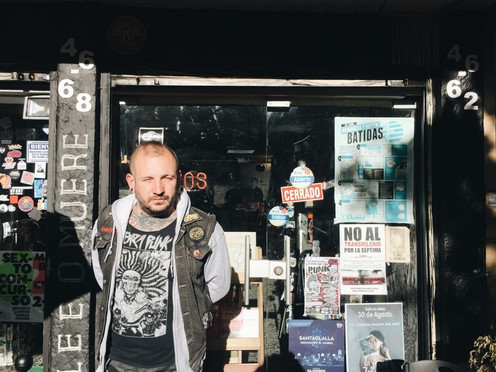 """""""Books not dead"""": el nuevo comienzo de la librería Valija de Fuego"""