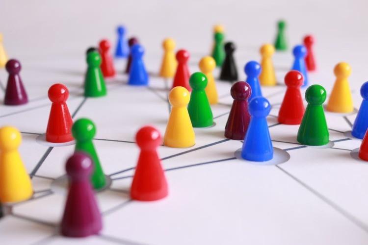 pedine rappresentanti un sistema di marketing multilivello