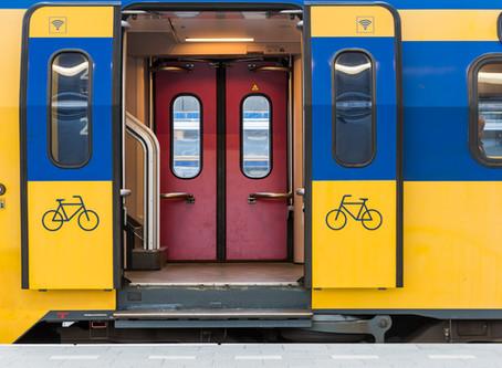 (STUKJE) Keiharde treinetiquette van een verwoed treinreiziger