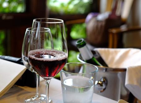 テンションは上げるもの。恋は落ちるもの。愛とワインは注ぐもの。