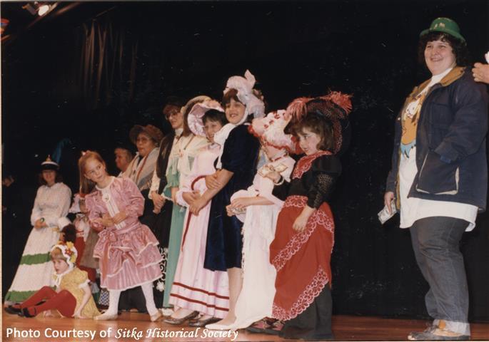 1986 Bonnet Judging.jpg