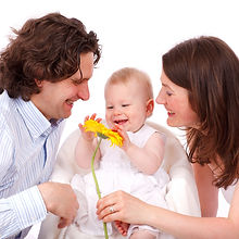 happy-family-with-young-child_800.jpg