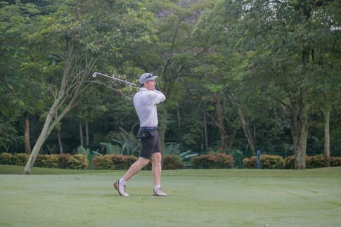 MC James Khor and Golfer (1).JPG