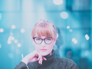 Devemos ter medo da luz azul? Os óculos com filtro de luz azul são eficazes?