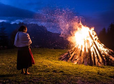Η μέρα που τα βουνά του Τιρόλ γεμίζουν φωτιές.