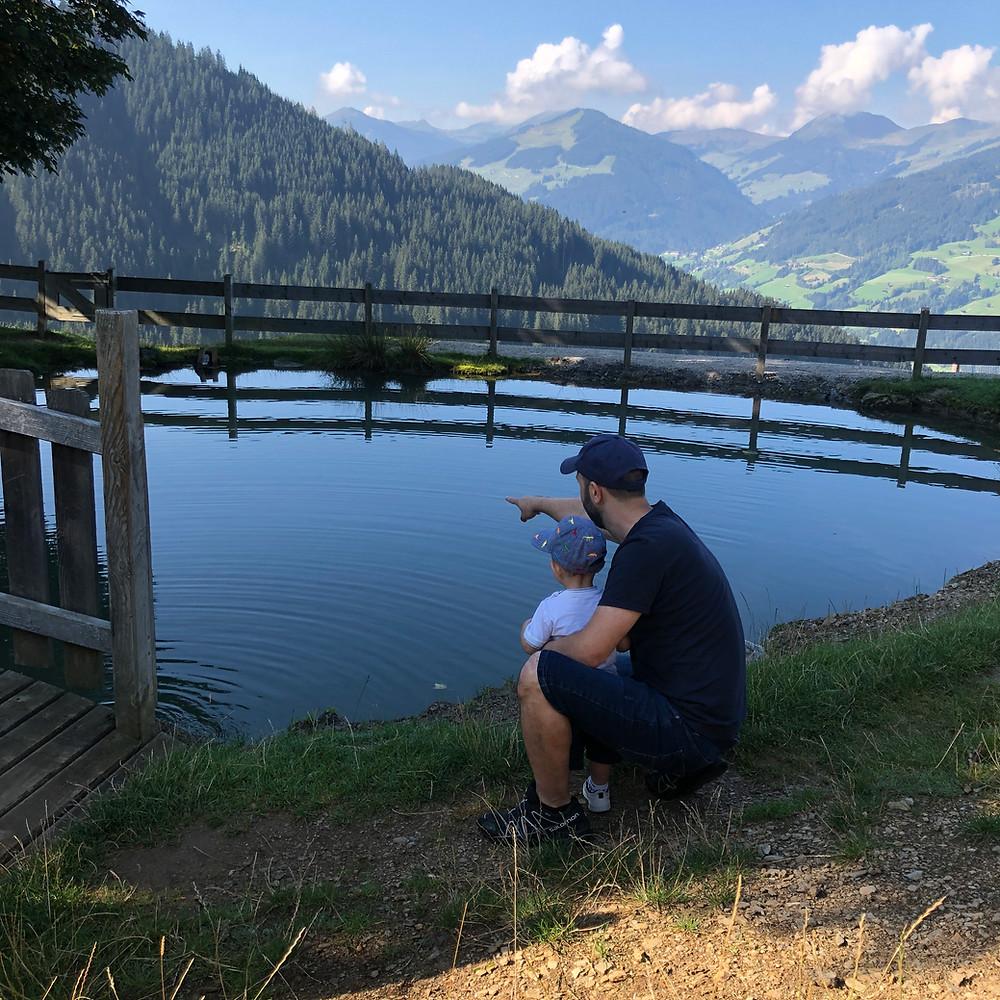 Με τον Κωνσταντίνο σε λιμνούλα του Πάρκου
