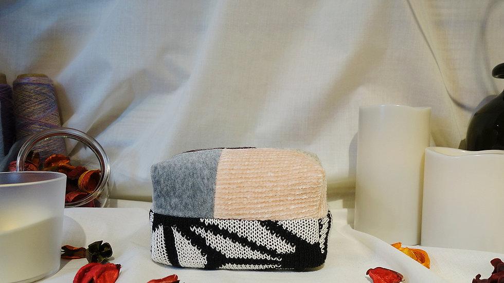 黑白圖騰拼接針織化妝包
