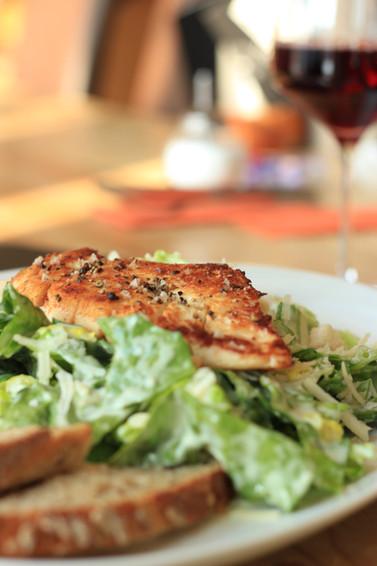 Hähnchenfilet auf Ceasar Salad