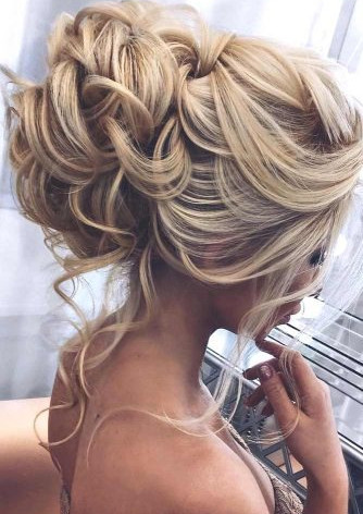 5ca9156bc61ee_stunning-prom-hairstyles-f