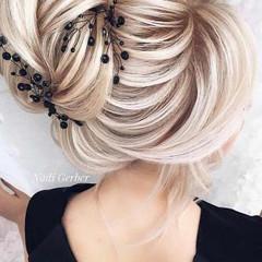 5ca9152f18266_stunning-prom-hairstyles-f