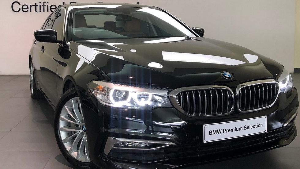 BMW 530i Luxury - Black Sapphire