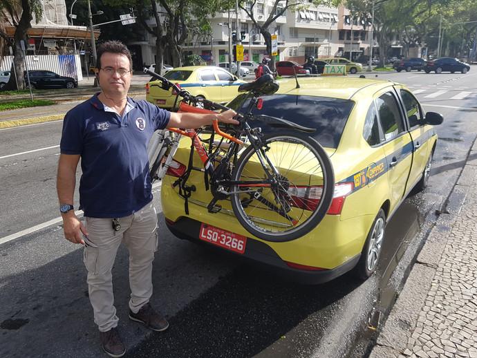 Táxi no Rio tem suporte para transportar bicicleta