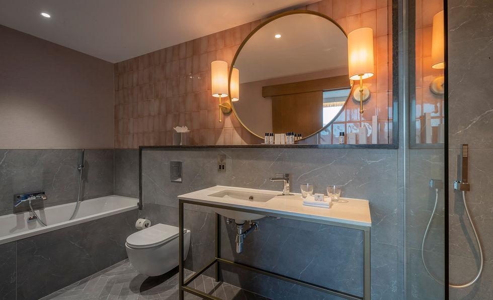 Bathroom 532-1.jpg