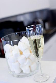 Cityhair Helsinki parturi-kampaamo shampanja