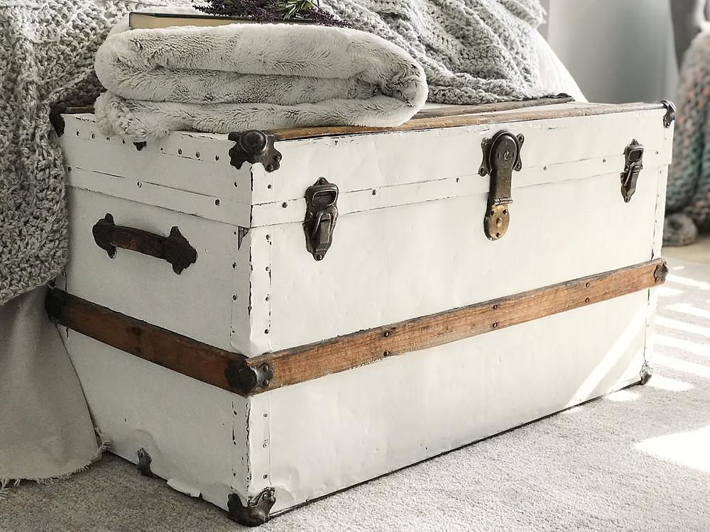 vintage steamer trunk chalk painted