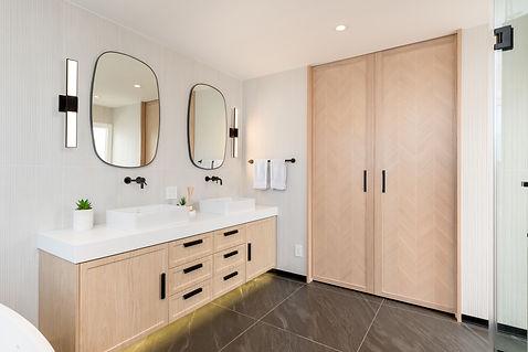 499 Melrose Ave Master Bathroom36521-Edi
